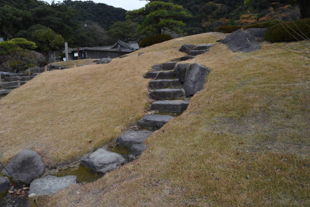 カーブが美しい石階段