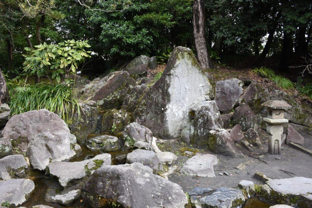 蓬莱山石組